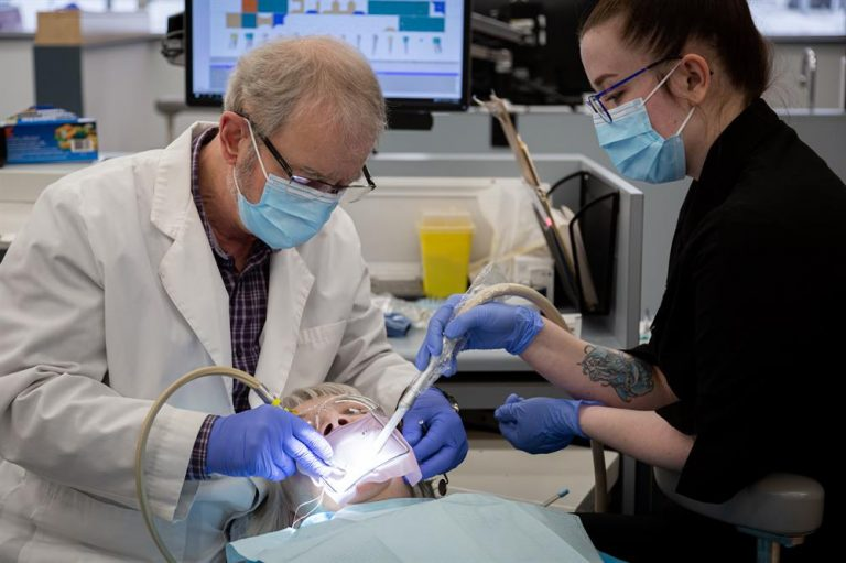 [CNC] Students Assist in Dental Care Outreach Program!