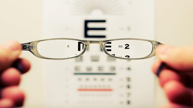 Help People See – Become an Optician